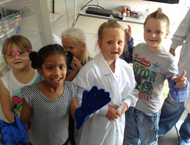 Longellow Elementary kindergarten students dress like a Freshway associate